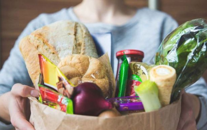 paniers de légumes, fruits, épicerie, produits laitiers, pains...