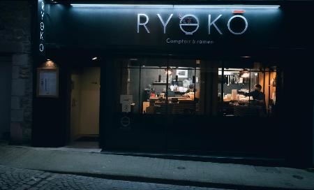 Enseigne Ryoko - comptoir à ramen