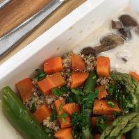 Quinoa aux asperges vertes, champignons et purée de carottes