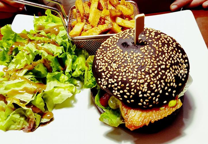 dejeuner succulent laitue cultivee diner burger Labonapp reservation restaurant