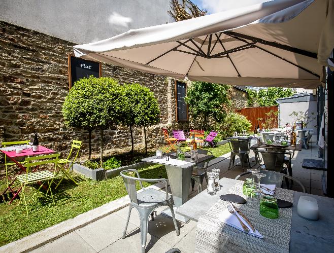 Cote patio jardin restaurant Vannes Labonapp