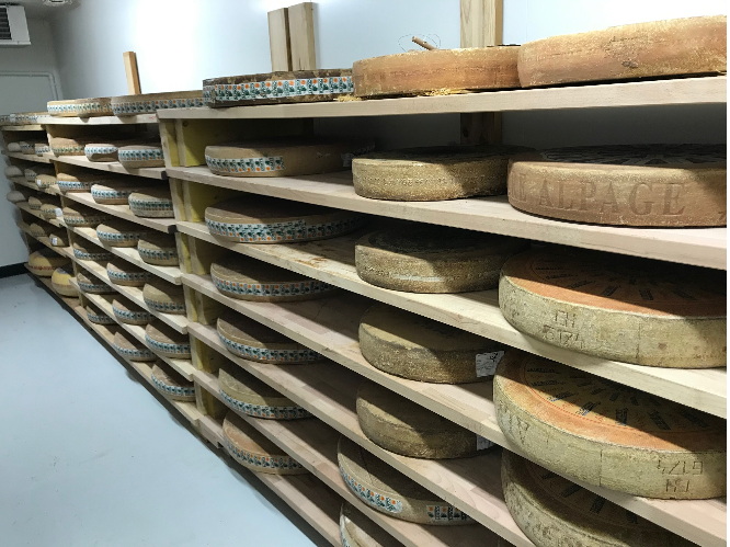 Affinage à la fromagerie de kerouzine Vannes Labonapp